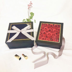 W9571 Black Square Flower Box with Window and Ribbon Set 2
